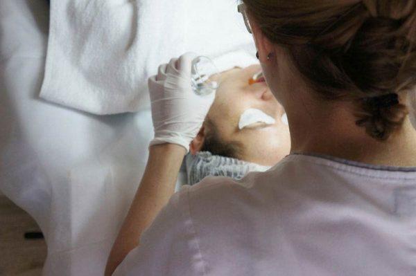 Zabiegi na twarz w Healthybeauty - Kwasy