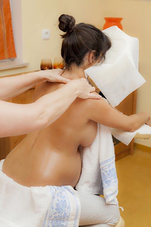 Masaż ciała kobiet w ciąży