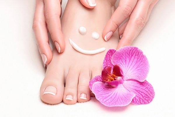 Eksfoliacja za pomocą kwasu skóry stóp