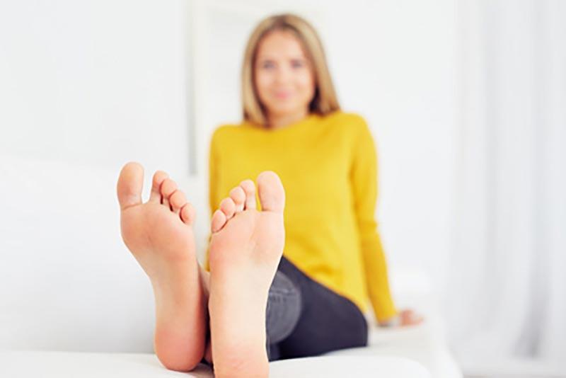 Zabiegi kosmetyczne przy użyciu kwasów na stopy
