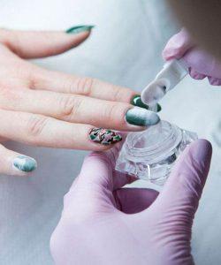 Duża precyzja i staranność w wykonywaniu manicure