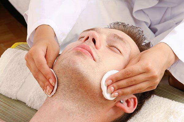 Oczyszczanie manualne twarzy męskiej - zabiegi