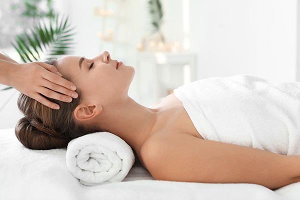 Bezolejowy hinduski masaż głowy - pełne odprężenie