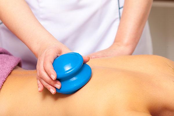 Masaż bańką chińską - redukuje cellulit i zwiększa ukrwienie skóry