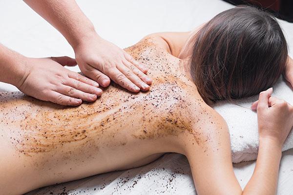 Peeling z masażem - sposób na piękną i gładką skórę wraz z rozluźnieniem mieśni