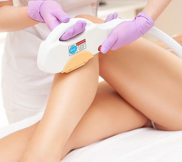 Korzyści zabiegu depilacji laserowej nóg